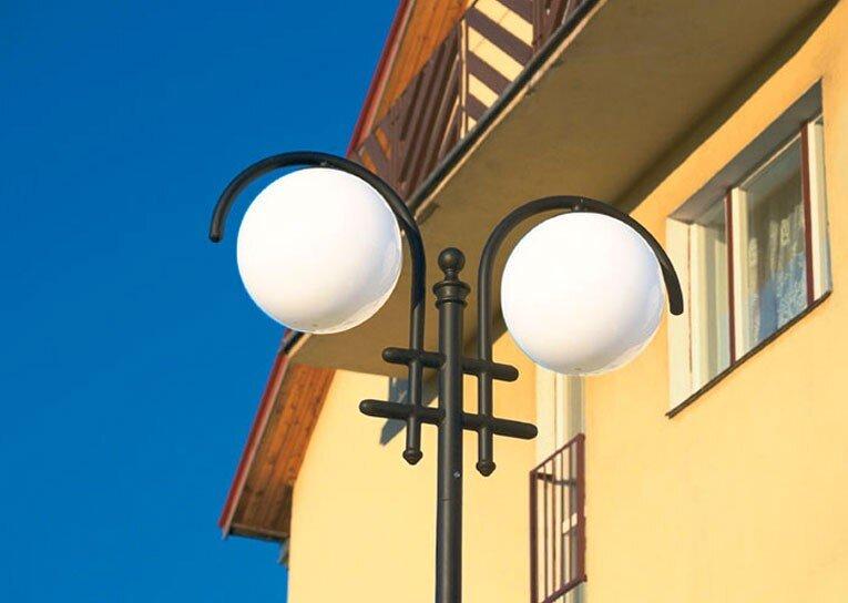 lampa podwójna kula współczesna