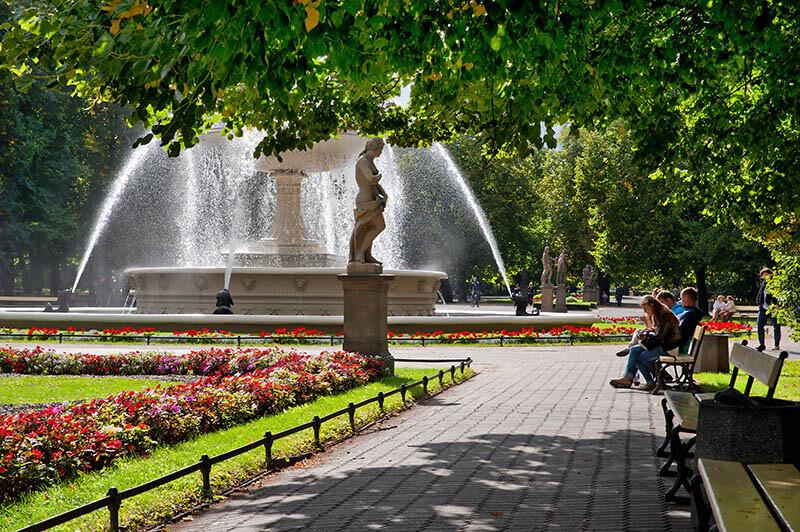 Słupki art metal i fontanna